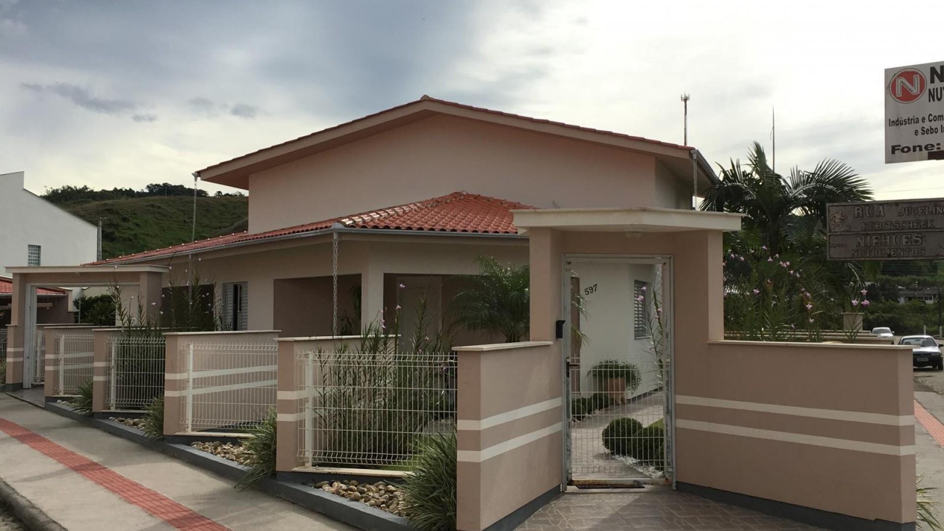 Ótima casa de esquina - São Ludgero