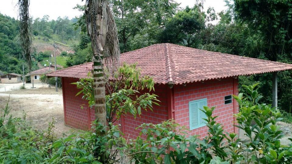 Terreno com Casa, 700 metros do asfalto Baixo Pinheiral