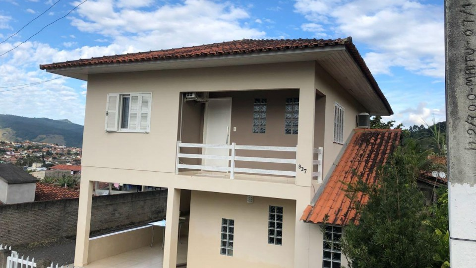 Excelente casa de dois pavimentos em São Ludgero