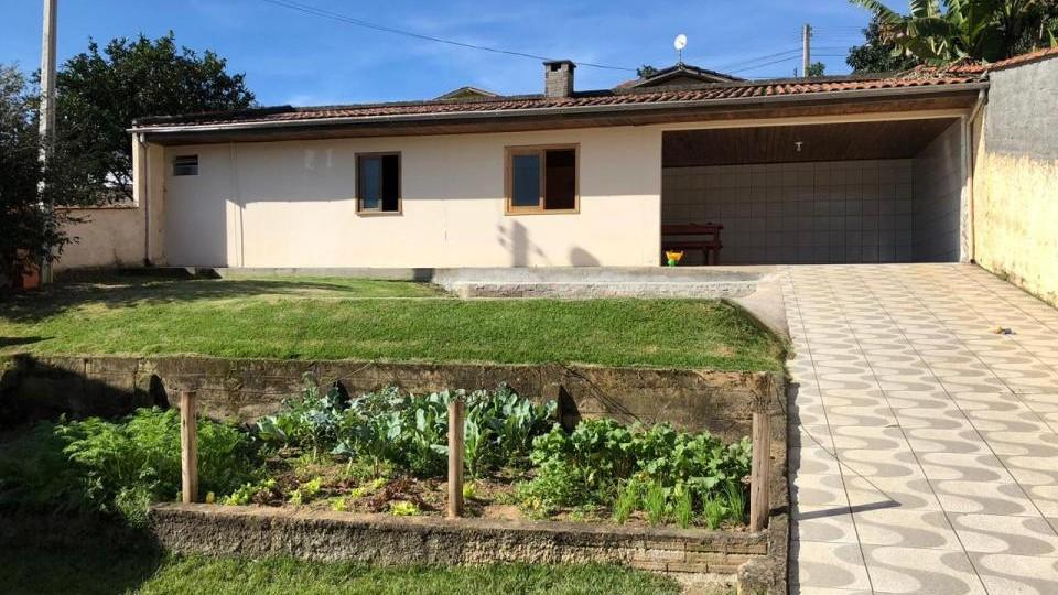 Casa de alvenaria com amplo terreno - VENDIDA - Foto 2
