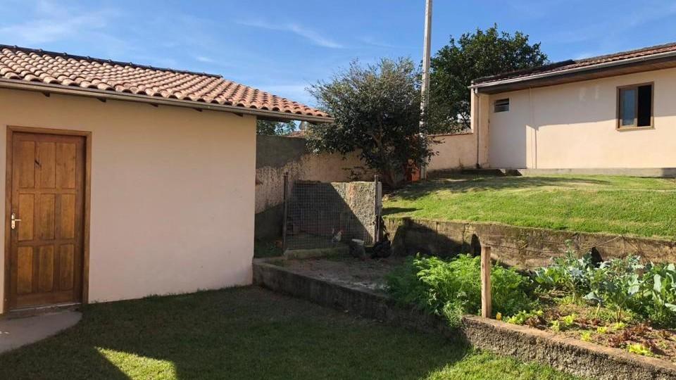 Casa de alvenaria com amplo terreno - VENDIDA - Foto 3